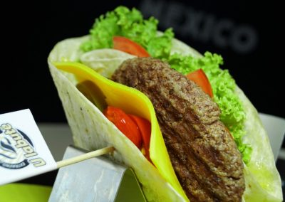 Tortilla_chipotle_burger_1
